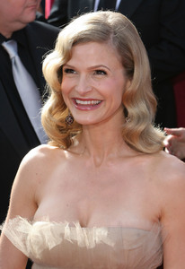 """The 57th Annual Primetime Emmy Awards""Kyra Sedgwick09-18-2005 / Shrine Auditorium / Los Angeles, CA - Image 21590_1163"
