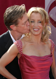 """The 57th Annual Primetime Emmy Awards""William H. Macy, Felicity Huffman09-18-2005 / Shrine Auditorium / Los Angeles, CA - Image 21590_1208"