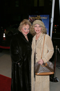 """In America"" Premiere 11-20-03Carol Connors & friendPhoto By Sam Kweskin - Image 21607_0007"