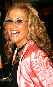 """Women Rock: 4th Annual Concert"" 9-30-03AnastaciaMPTV  - Image 21709_0008"