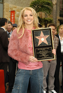 """Walk of Fame Star Ceremony"" 11-17-03Britney Spears MPTV  - Image 21709_0023"