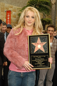 """Walk of Fame Star Ceremony"" 11-17-03Britney Spears MPTV  - Image 21709_0025"