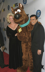 """""""DVD Exclusive Awards"""" 12-02-03Casey and Jean Kasem with Scooby DooMPTV  - Image 21709_0039"""