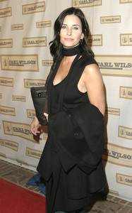 """""""An Evening with Brian Wilson and Friends: 5th Annual Concert"""" 10-16-03Courteney Cox-ArquetteMPTV - Image 21709_0053"""