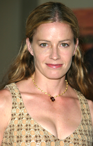 """4th Annual Bridge Awards"" 9-25-03Elisabeth ShueMPTV - Image 21709_0068"