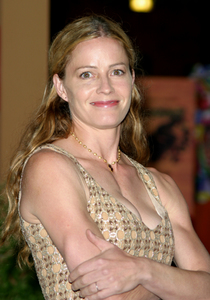 """4th Annual Bridge Awards"" 9-25-03Elisabeth ShueMPTV - Image 21709_0069"