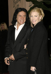 """""""Musicians Assistance Program (MAP): 4th Annual Fundraiser and Benefit Performance""""11-05-03Gene Simmons and Shannon TweedMPTV - Image 21709_0081"""