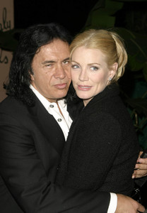 """""""Musicians Assistance Program (MAP): 4th Annual Fundraiser and Benefit Performance""""11-05-03Gene Simmons and Shannon TweedMPTV - Image 21709_0082"""