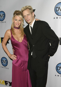 """DVD Exclusive Awards"" 12-02-03Jenny McCarthy & husband John AsherMPTV - Image 21709_0101"