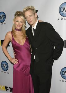 """DVD Exclusive Awards"" 12-02-03Jenny McCarthy & husband John AsherMPTV - Image 21709_0101"