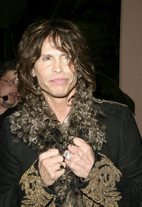 """""""Musicians Assistance Program (MAP): 4th Annual Fundraiser and Benefit Performance""""11-05-03Steven TylerMPTV - Image 21709_0172"""
