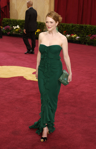 """""""75th Annual Academy Awards"""" 03/25/03Julianne Moore © 2003 AMPAS/MPTV - Image 21711_0002"""