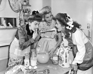 The Andrews Sisters circa 1944** I.V./M.T. - Image 21720_0003