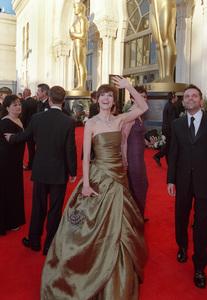 """72nd Annual Academy Awards"" 03/26/00 Hilary Swank © 2000 AMPAS/MPTV - Image 21723_0001"