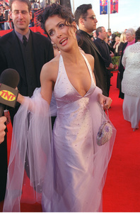 """72nd Annual Academy Awards"" 03/26/00 Selma Hayek © 2000 AMPAS/MPTV - Image 21723_0002"