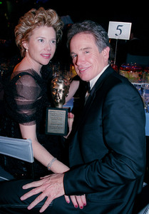 """72nd Annual Academy Awards"" 03/26/00 Annette Bening & Warren Beatty © 2000 AMPAS/MPTV - Image 21723_0007"