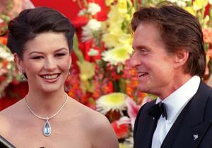 """73rd Annual Academy Awards"" 03/25/01Catherine Zeta-Jones and  Michael Douglas © 2001 AMPAS/MPTV - Image 21724_0002"