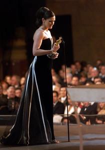 """73rd Annual Academy Awards"" 03/25/01Julia Roberts © 2001 AMPAS/MPTV - Image 21724_0006"