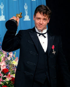 """73rd Annual Academy Awards"" 03/25/01Russell Crowe © 2001 AMPAS/MPTV - Image 21724_0008"