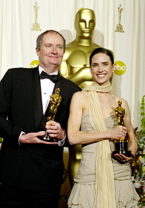 """74th Annual Academy Awards"" 03/24/02 Jim Broadbent & Jennifer Connelly © 2002 AMPAS/MPTV - Image 21725_0006"