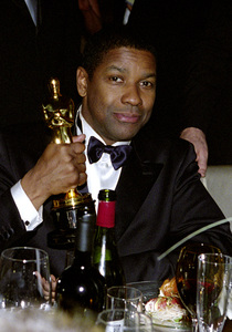 """74th Annual Academy Awards"" 03/24/02 Denzel Washington © 2002 AMPAS/MPTV - Image 21725_0008"