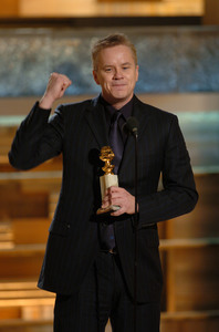 """Golden Globe Awards"" 1-25-2004Tim Robbins © 2004 MMIV Hollywood Foreign Press Association - Image 21726_0129"