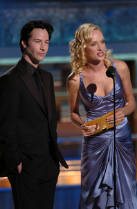 """Golden Globe Awards"" 1-25-2004Keanu Reeves & Uma Thurman © 2004 MMIV Hollywood Foreign Press Association - Image 21726_0134"