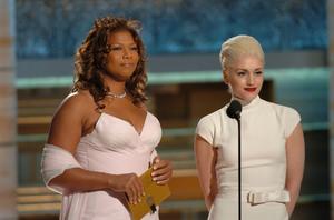 """Golden Globe Awards"" 1-25-2004Queen Latifah & Gwen Stefani © 2004 MMIV Hollywood Foreign Press Association - Image 21726_0139"