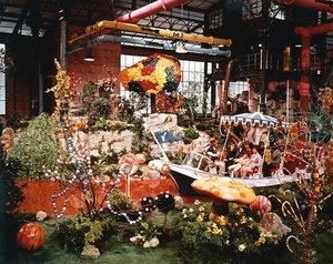 """Willy Wonka and the Chocolate Factory""1971 Paramount**I.V. - Image 21729_0005"