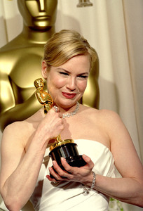 """76th Annual Academy Awards"" February 29, 2004Renee Zellweger © 2004 AMPAS - Image 21781_0002"