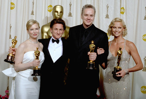 """76th Annual Academy Awards"" February 29, 2004Renee Zellweger,Sean Penn,Tim Robbins and Charlize Theron © 2004 AMPAS - Image 21781_0004"