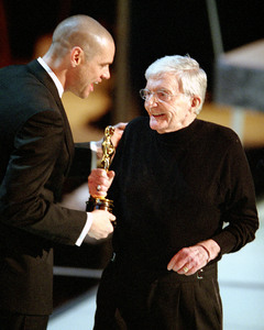 """76th Annual Academy Awards"" February 29, 2004Jim Carrey & Blake Edwards © 2004 AMPAS - Image 21781_0006"