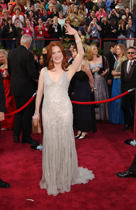 """""""76th Annual Academy Awards"""" February 29, 2004Julianne Moore © 2004 AMPAS - Image 21781_0013"""