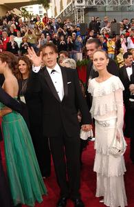 """76th Annual Academy Awards"" February 29, 2004Johnny Depp & Vanessa Paradis © 2004 AMPAS - Image 21781_0014"