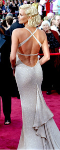 """""""76th Annual Academy Awards"""" February 29, 2004Charlize Theron © 2004 AMPAS - Image 21781_0020"""