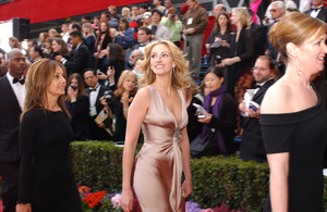 """""""76th Annual Academy Awards"""" February 29, 2004Julia Roberts © 2004 AMPAS - Image 21781_0022"""