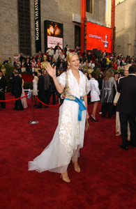 """76th Annual Academy Awards"" February 29, 2004Uma Thurman © 2004 AMPAS - Image 21781_0026"