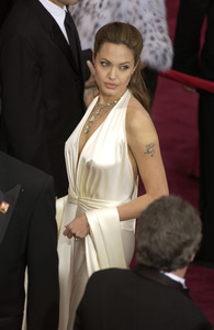 """76th Annual Academy Awards"" February 29, 2004Angelina Jolie © 2004 AMPAS - Image 21781_0035"