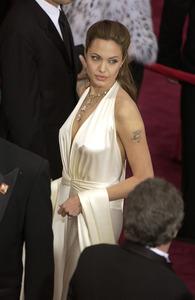 """76th Annual Academy Awards"" February 29, 2004Angelina Jolie © 2004 AMPAS - Image 21781_0035"
