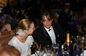 """76th Annual Academy Awards"" February 29, 2004Johnny Depp & Vanessa Paradis © 2004 AMPAS - Image 21781_0042"