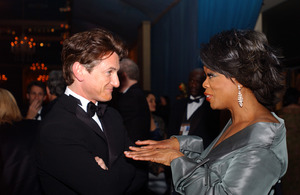 """76th Annual Academy Awards"" February 29, 2004Sean Penn & Oprah Winfrey © 2004 AMPAS - Image 21781_0043"