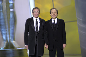 """76th Annual Academy Awards"" February 29, 2004Robin Williams & Billy Crystal © 2004 AMPAS - Image 21781_0045"