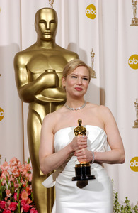"""76th Annual Academy Awards"" February 29, 2004Renee Zellweger © 2004 AMPAS - Image 21781_0051"