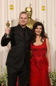 """76th Annual Academy Awards"" February 29, 2004Tim Robbins & Catherine Zeta Jones © 2004 AMPAS - Image 21781_0052"
