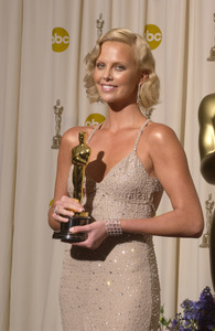 """""""76th Annual Academy Awards"""" February 29, 2004Charlize Theron © 2004 AMPAS - Image 21781_0053"""