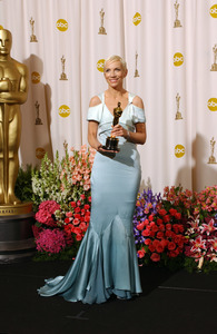 """76th Annual Academy Awards"" February 29, 2004Annie Lennox © 2004 AMPAS - Image 21781_0055"