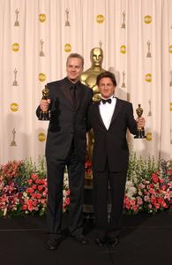"""76th Annual Academy Awards"" February 29, 2004Tim Robbins & Sean Penn © 2004 AMPAS - Image 21781_0056"