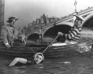 """Million Dollar Mermaid""Victor Mature, Jesse White, Esther Williams1952 MGM**I.V. - Image 21795_0002"