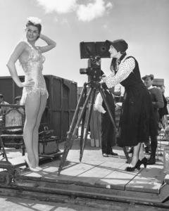 """Million Dollar Mermaid""Esther Williams,  Anette Kellerman 1952 MGM**I.V. - Image 21795_0016"