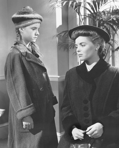 """""""A Tree Grows in Brooklyn""""Peggy Ann Garner & Dorothy McGuire1945 20th Century Fox**I.V. - Image 21804_0001"""